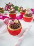 veľkonočné cupcakes s hniezdom a veľkonočnými vajíčkami