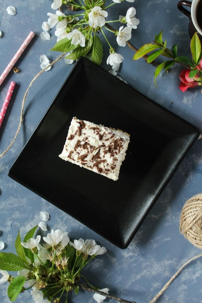 Pudingovo kávový koláč so šľahačkou