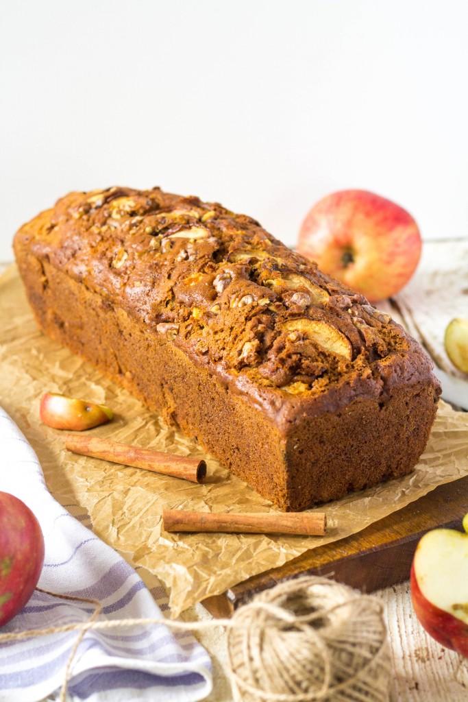 jablkový chlebík s vlašskými orechmi