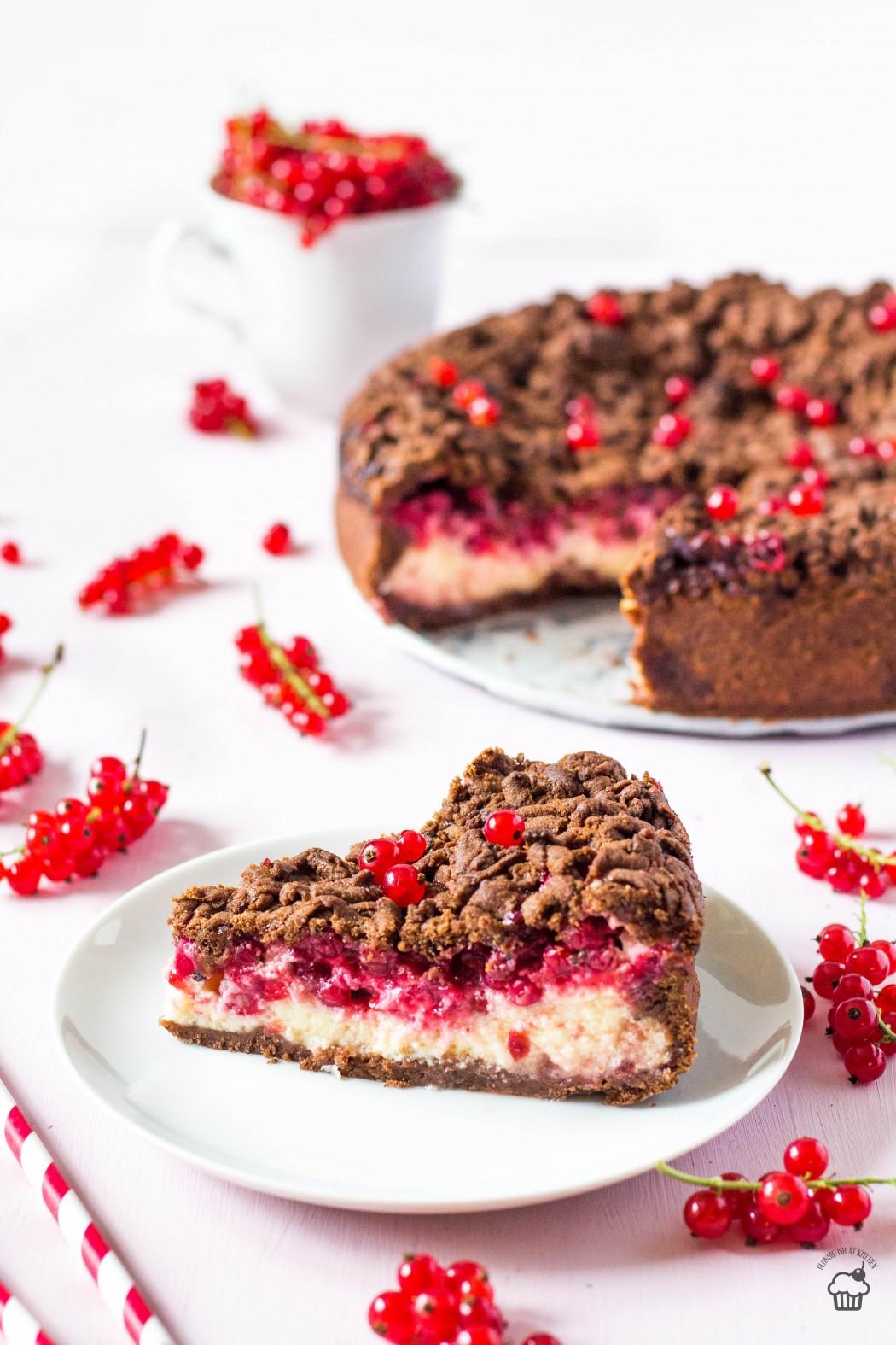 strúhaný tvarohový koláč s červenými ríbezľami