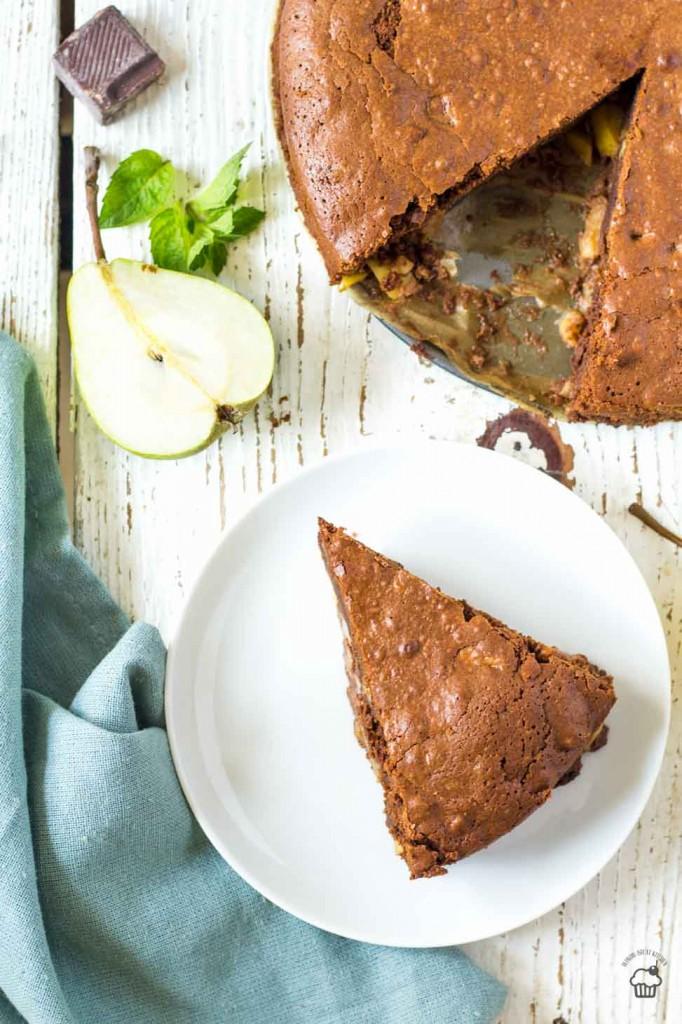 krémový hruškový koláč s čokoládou a vlašskými orechami