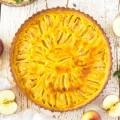 mandľovo jablkový tart s crème fraîche