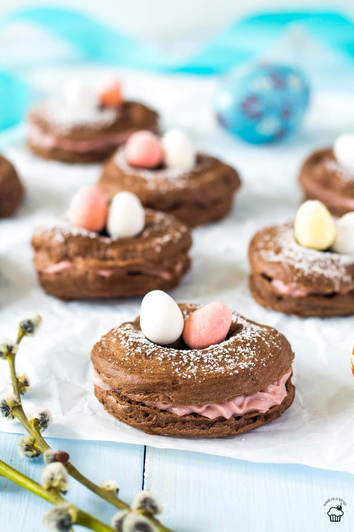 Veľkonočné kakaové venčeky s malinovou plnkou