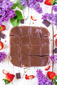 Brownie čokoládovo jahodové kocky