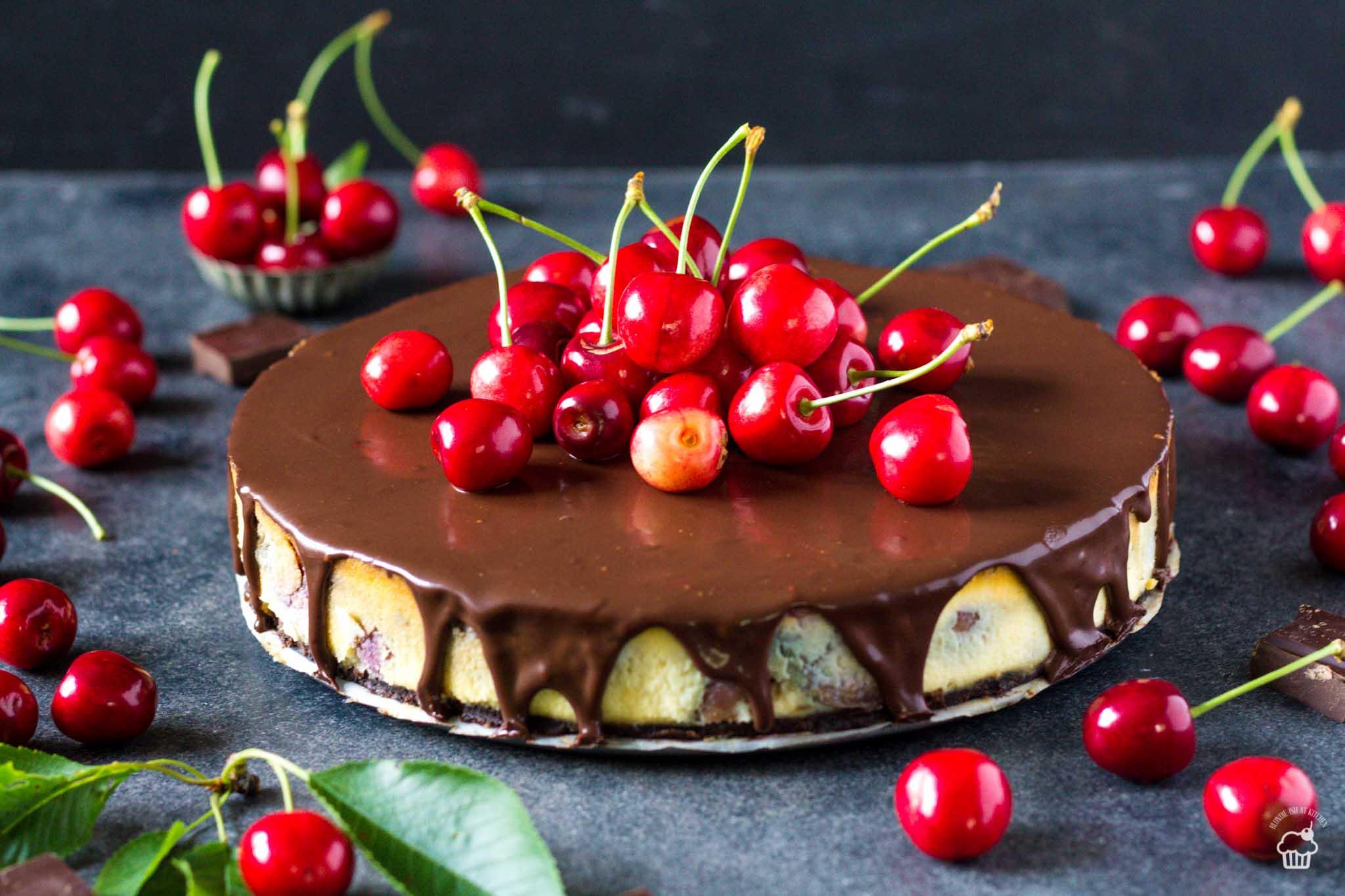 Čerešňový vanilkovo čokoládový cheesecake