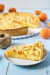 marhuľový tart s mandľami, tvarohom a pudingom