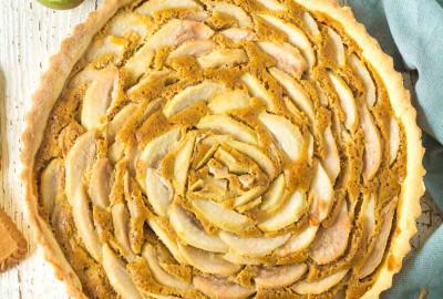 hruškový tart s karamelovými lotus sušienkami