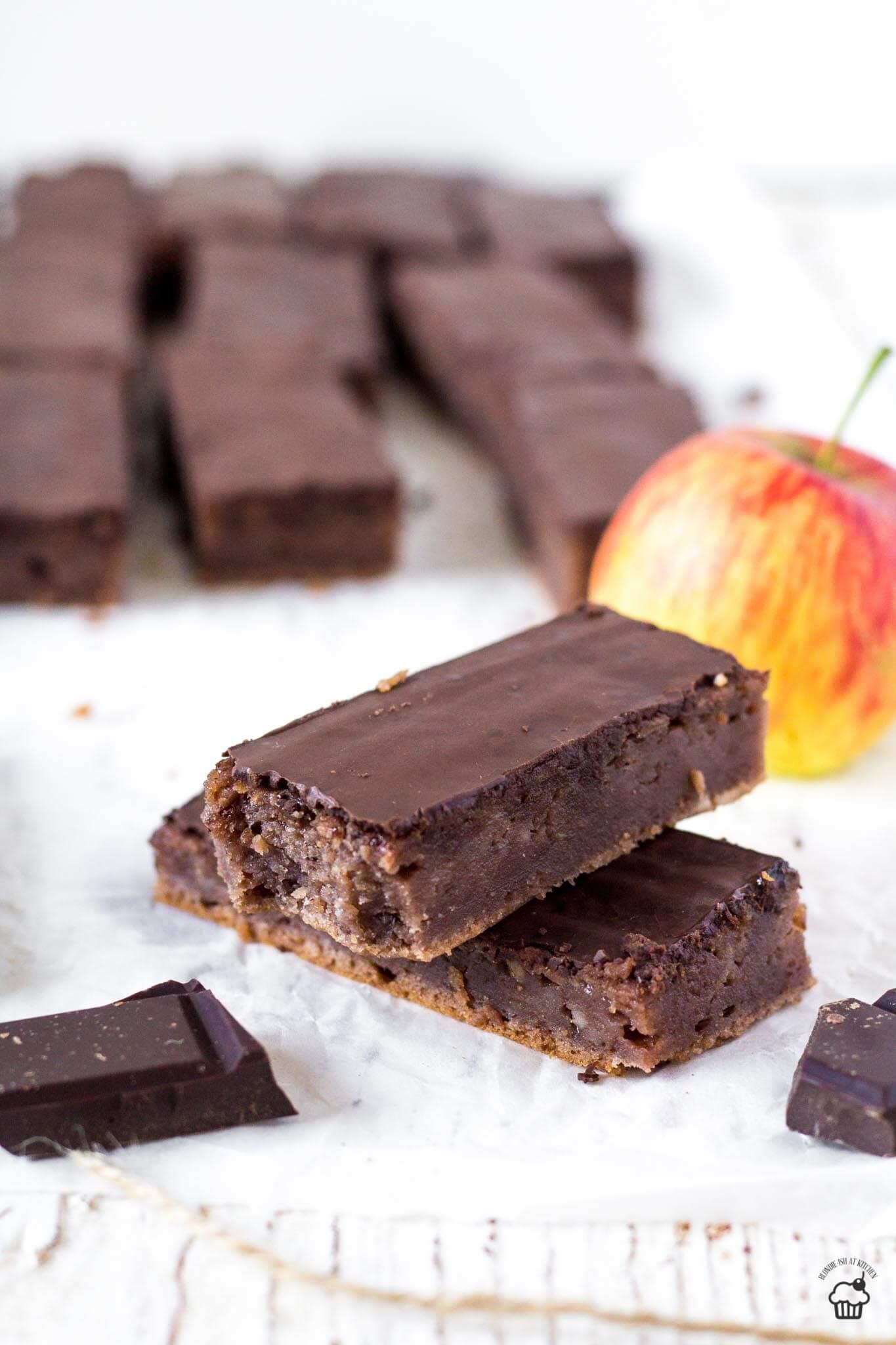 krémový jablkovo kakaový koláč
