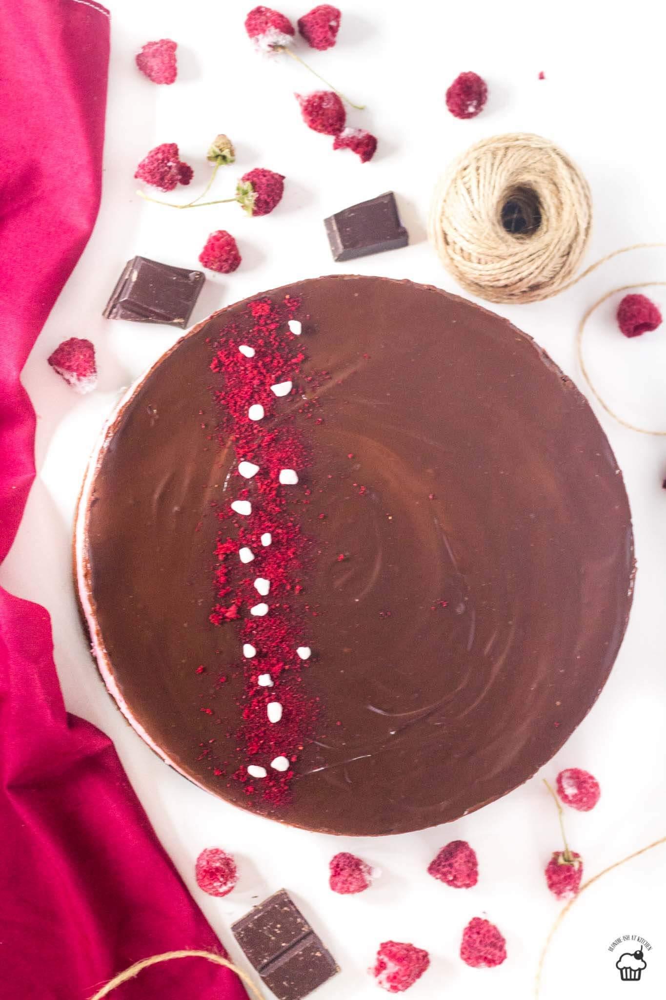 red velvet koláč s malinovým mousse