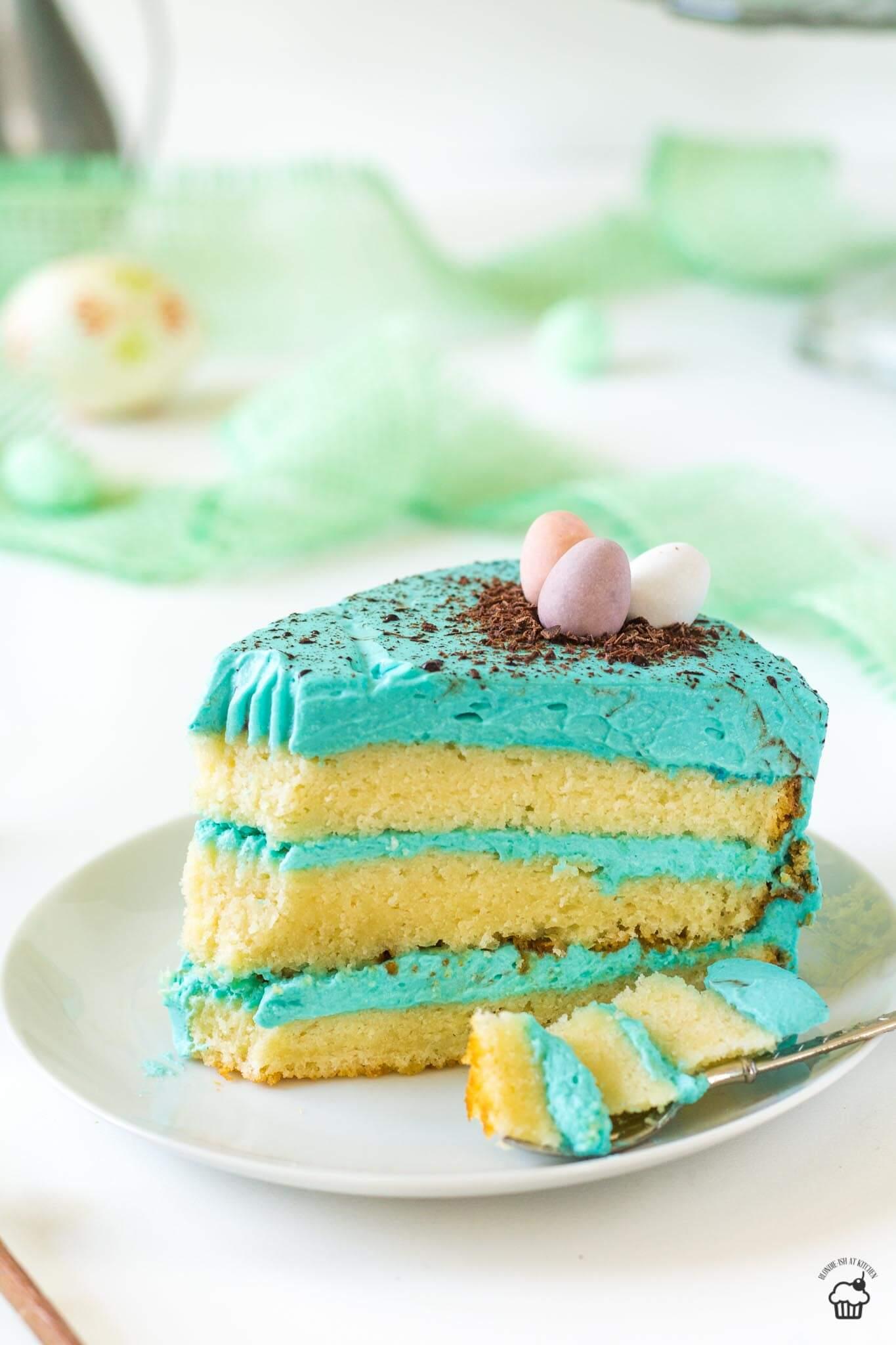 veľkonočná vanilková torta s bielou čokoládou