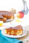 Jablkový torto koláč s karamelom