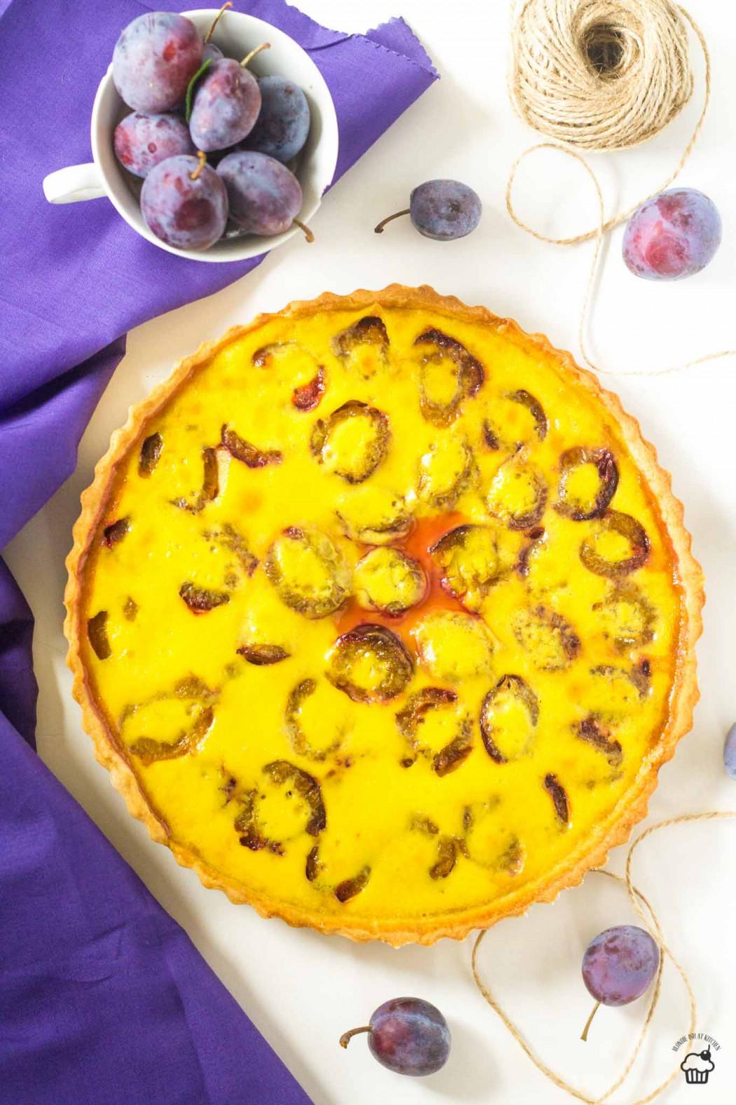 slivkový tart s vanilkovým krémom